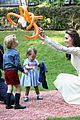 kate middleton prince william balloon animals george charlotte 16