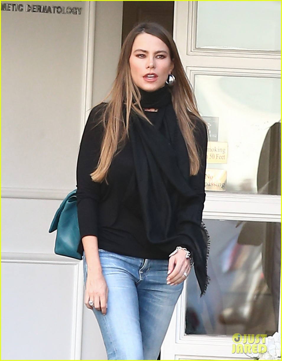sofia vergara shares some delicious pics from her london trip 103747438