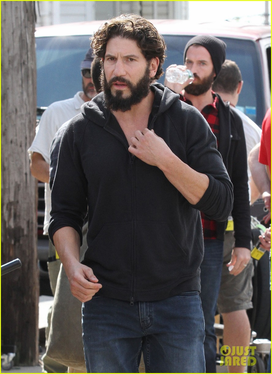 jon-bernthal-starts-filming-the-punisher-first-set-photos-02.jpg