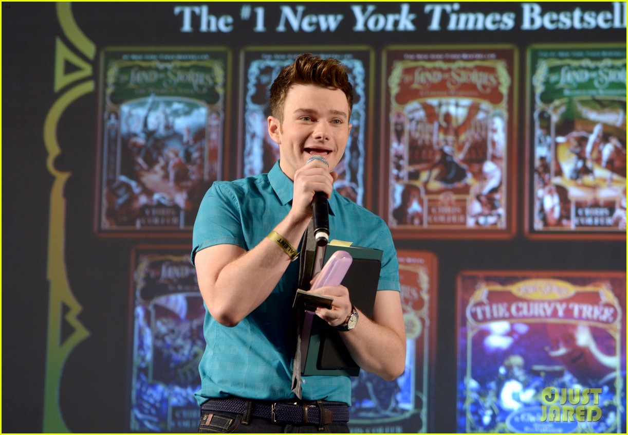 About Photo #: 3798183 Chris Colfer gets interviewed by Amanda Peet on stage at Entertainment Weekly's 2016 PopFest held at The Reef on Sunday (October 30) in Los Angeles. The 26-year-old… Read More Here