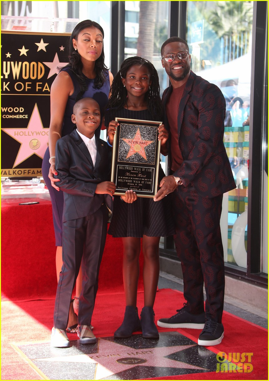 kevin hart gets support from family halle berry at walk of fame ceremony 013782667