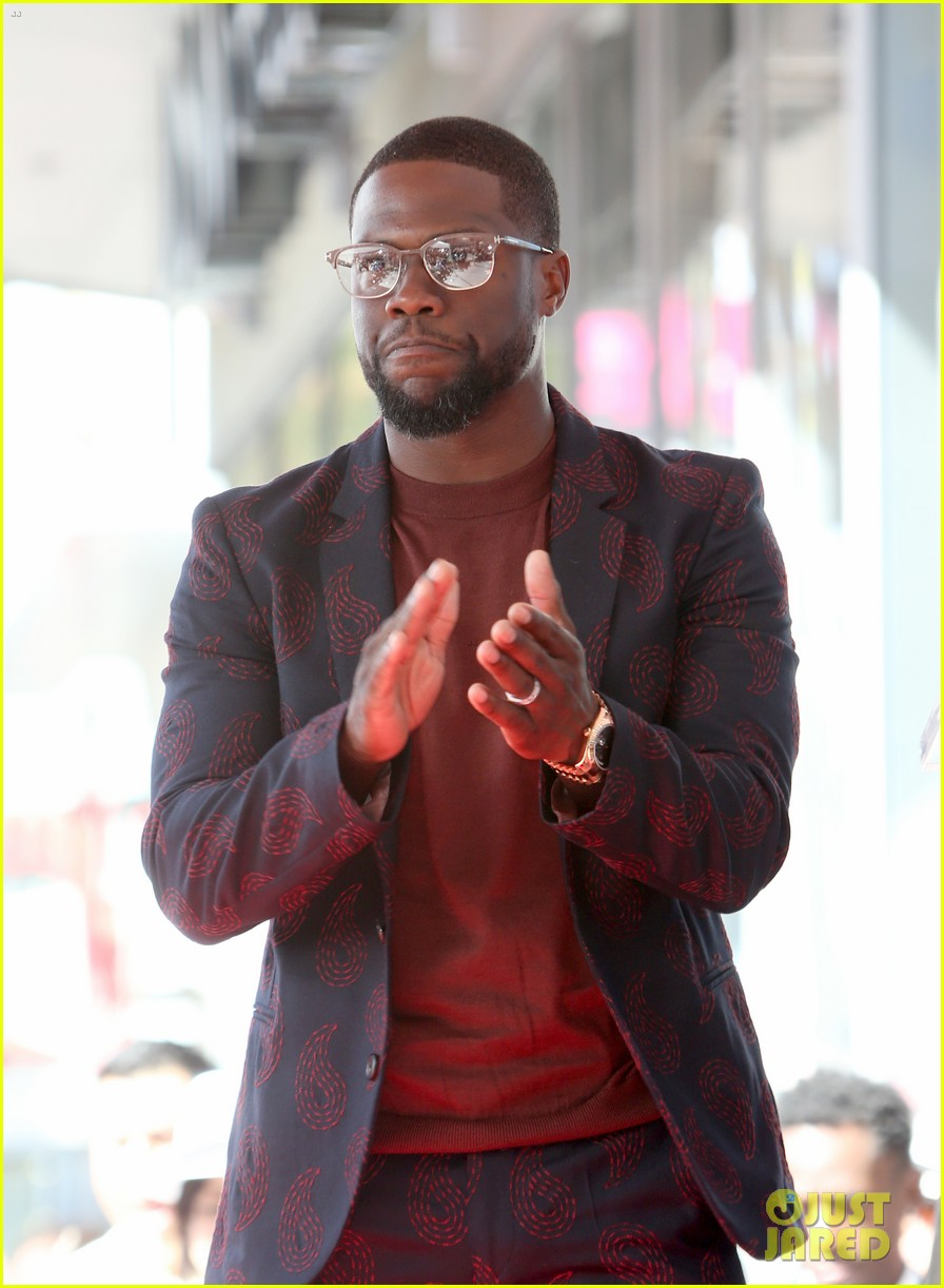 kevin hart gets support from family halle berry at walk of fame ceremony 023782668