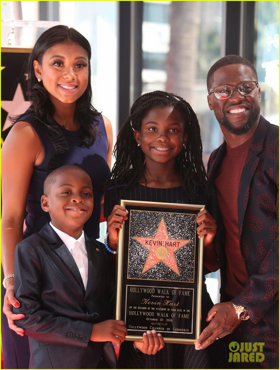 kevin hart gets support from family halle berry at walk of fame ceremony 333782699