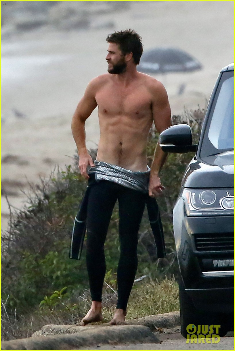 Full Sized Photo of liam hemsworth bares his ripped abs ... Liam Hemsworth