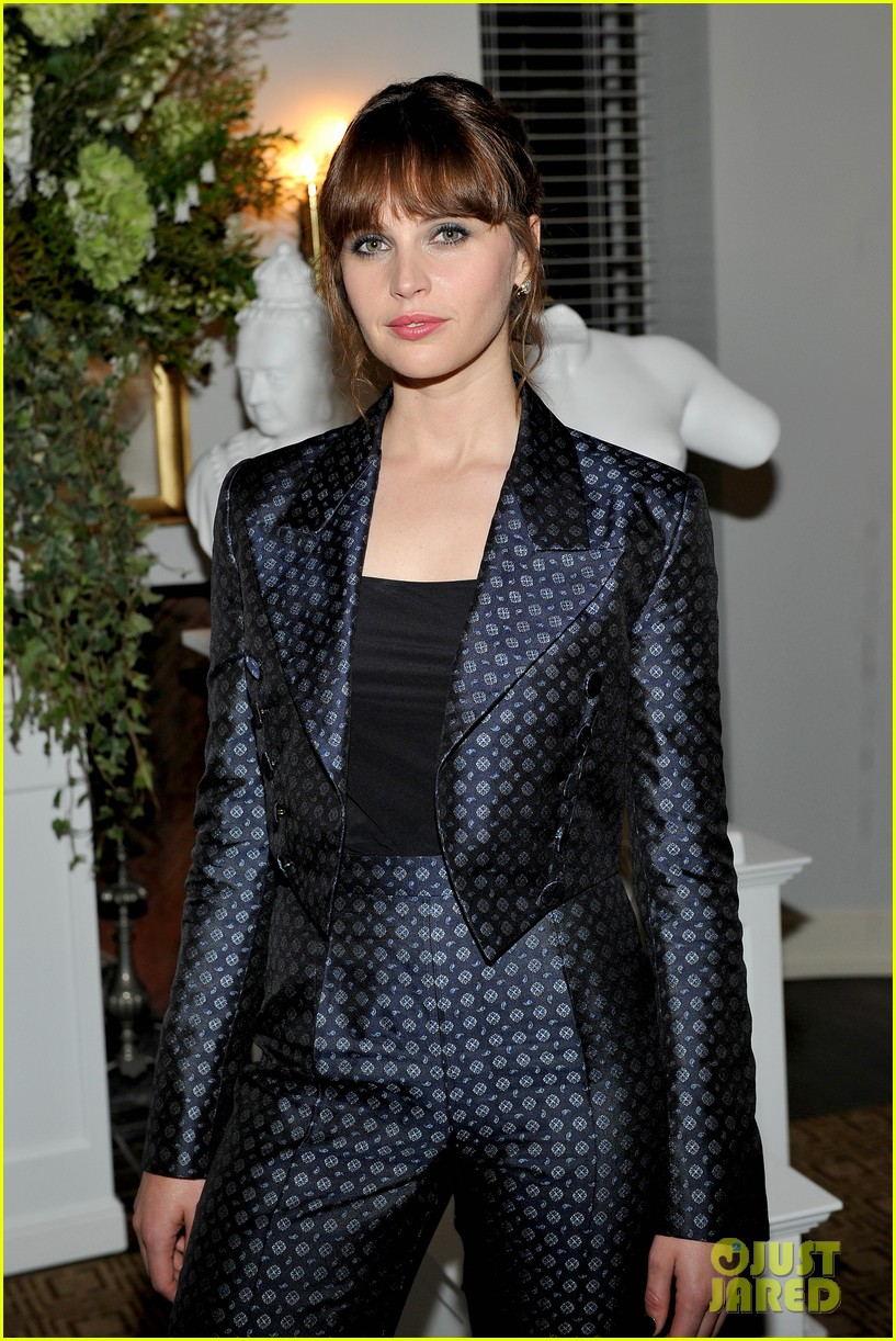 Full Sized Photo Of Felicity Jones Honored By Burberry 13