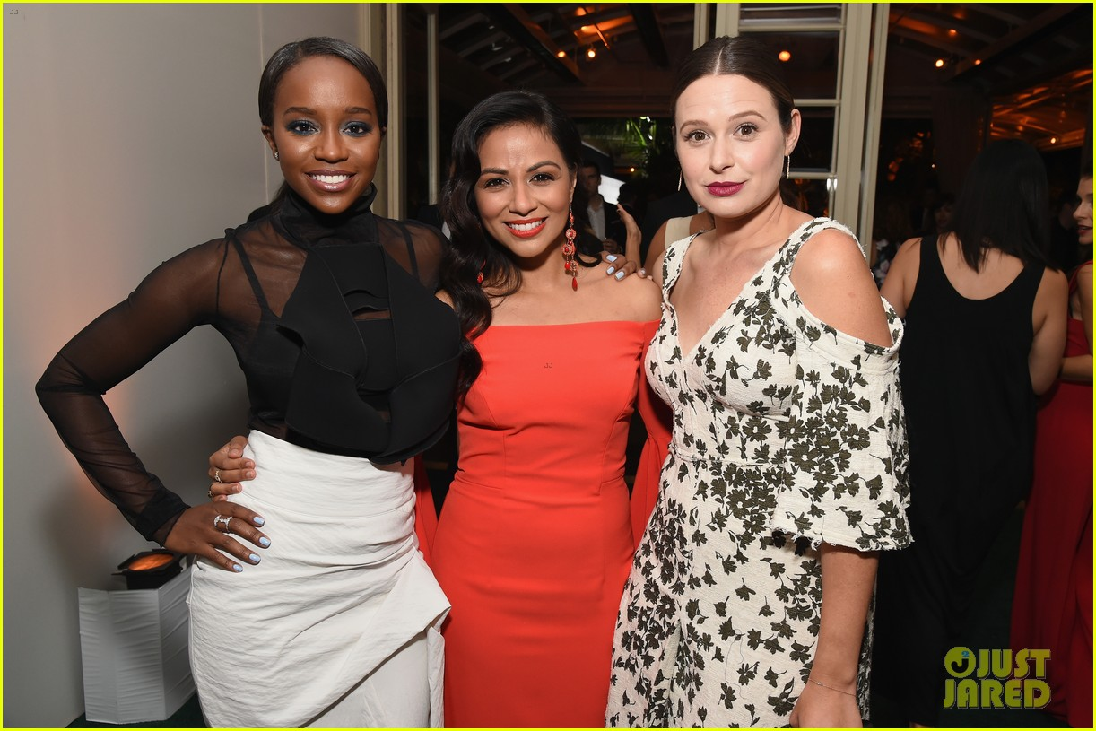felicity jones and aja naomi king honored at elle women in hollywood awards3 053792873