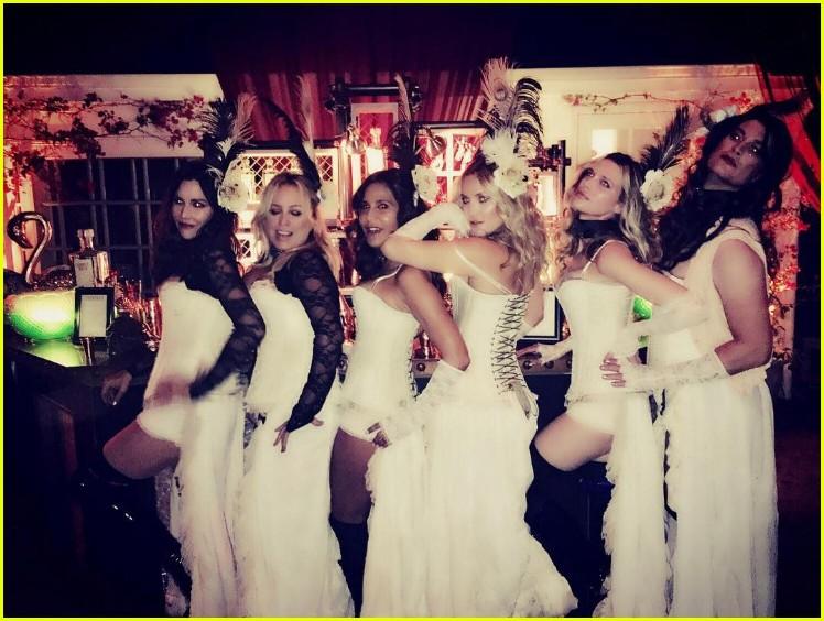 kate hudson gwyneth paltrow go wild west for her halloween bash photo 3796938 2016 halloween gwyneth paltrow jennifer meyer kate hudson - Wild Halloween Party