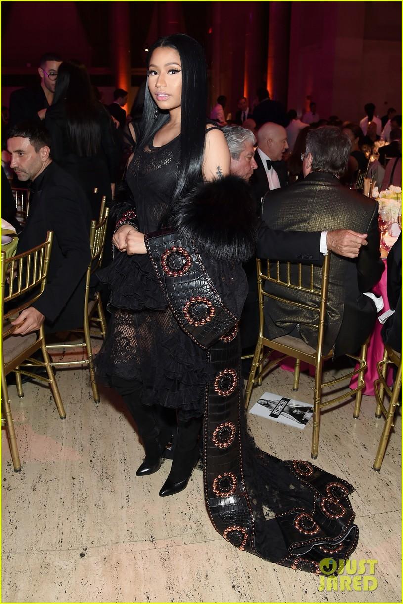 designer of givenchy jgit  Nicki Minaj Wears Givenchy to Honor Designer Riccardo Tisci