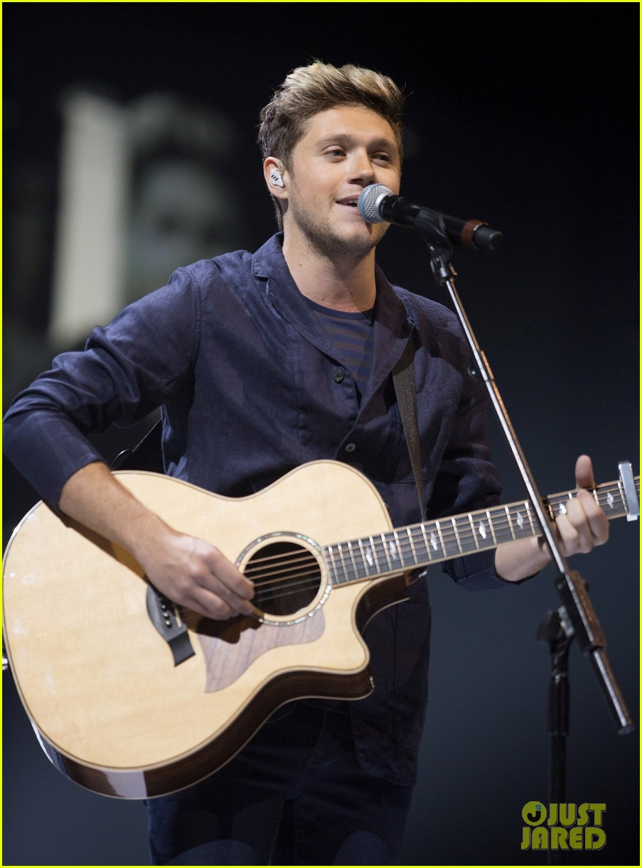 niall horan makes surprise appearance at bbc radio 1 teen
