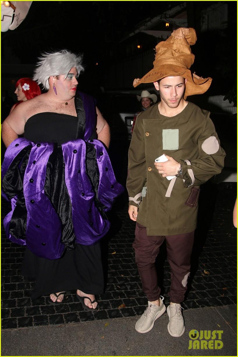 nick jonas scarecrow costume 2016 halloween 033797559