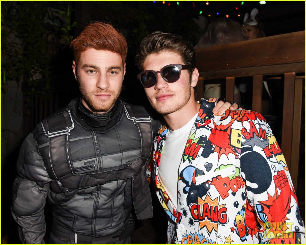 gregg sulkin nolan funk just jared halloween party 043798596
