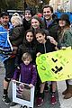 drew barrymore daughters support dad will kopelman at nyc marathon 01