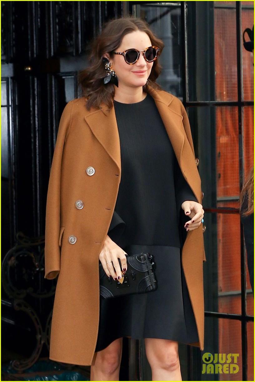 marion cotillard brightens up the streets of nyc 03 Marion Cotillard