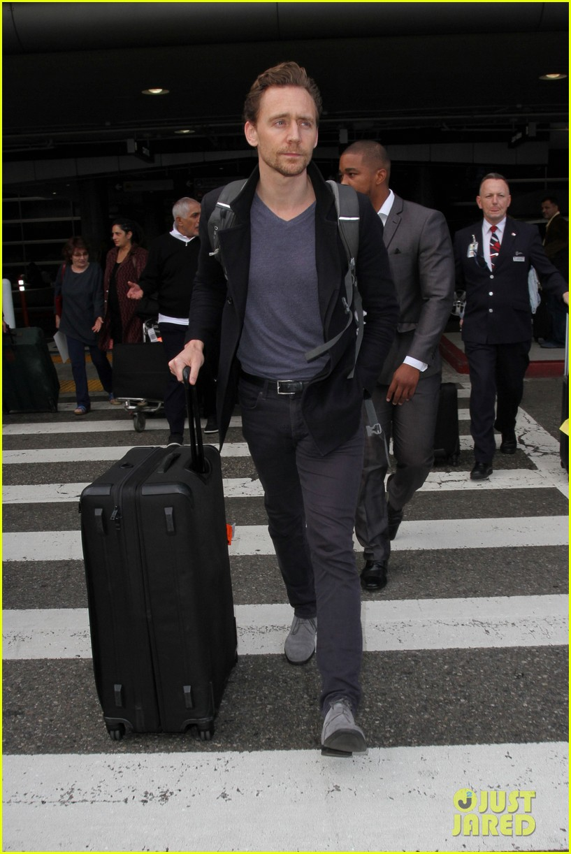 tom hiddleston steps out with mystery blonde after he taylor swift are on good terms 103809529