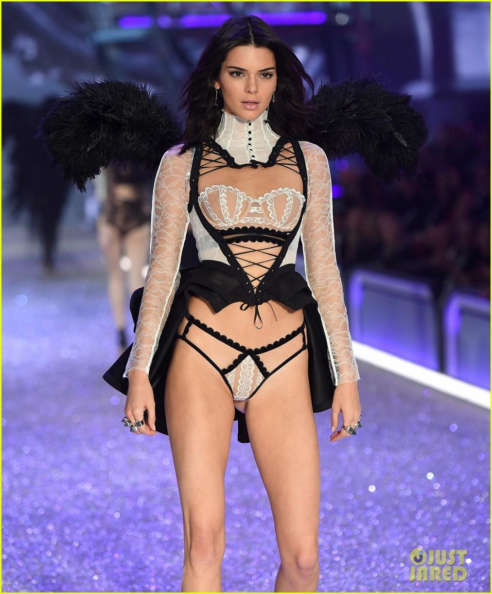 Kendall jenner slays the runway during victoria 39 s secret fashion show 2016 photo 3818291 - Mannequin victoria secret 2016 ...