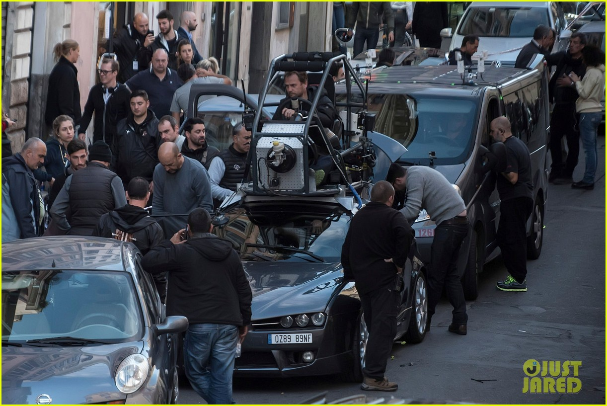 dylan obrien spotted on set for first time since accident 113814317