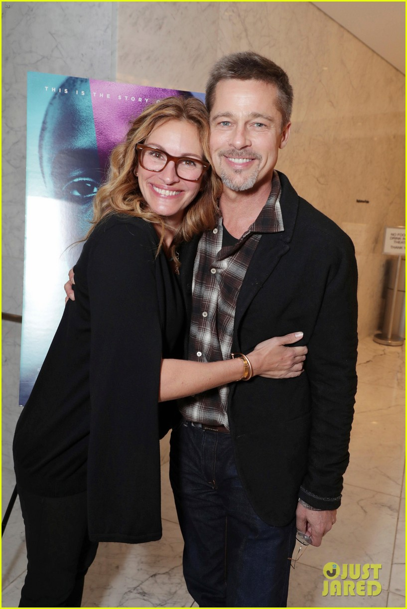 brad pitt makes first post split appearance alongside julia roberts 013804852