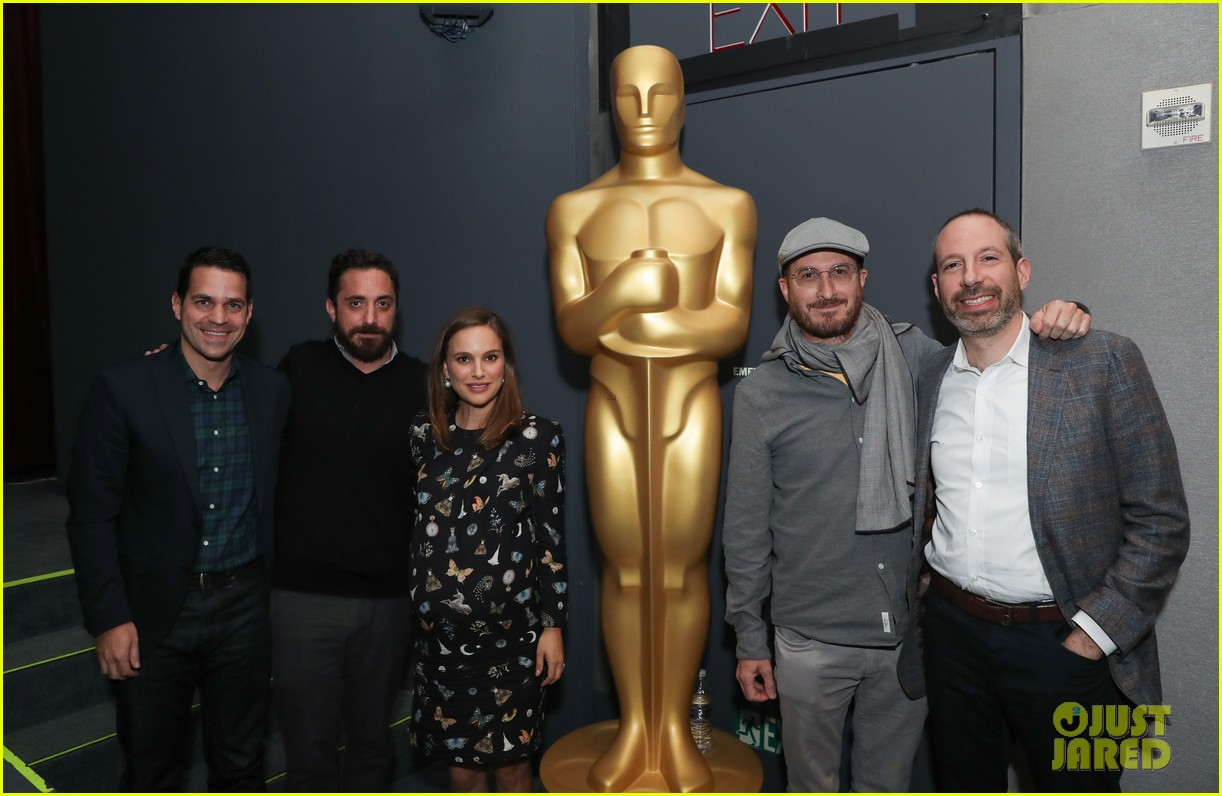 natalie portman is not as pregnant as she looks i have months to go 033817884