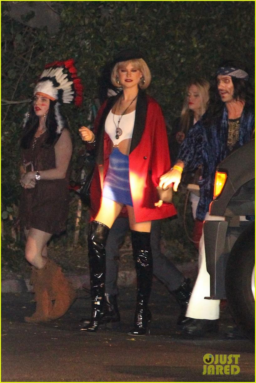 Behati Prinsloo Dresses as 'Pretty Woman' for Halloween Alongside ...