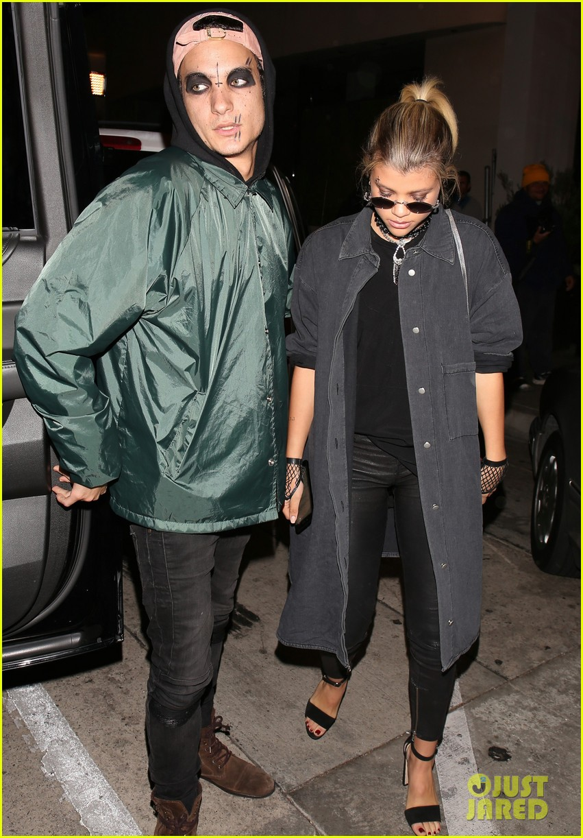 sofia richie goes goth for halloween party 043799664