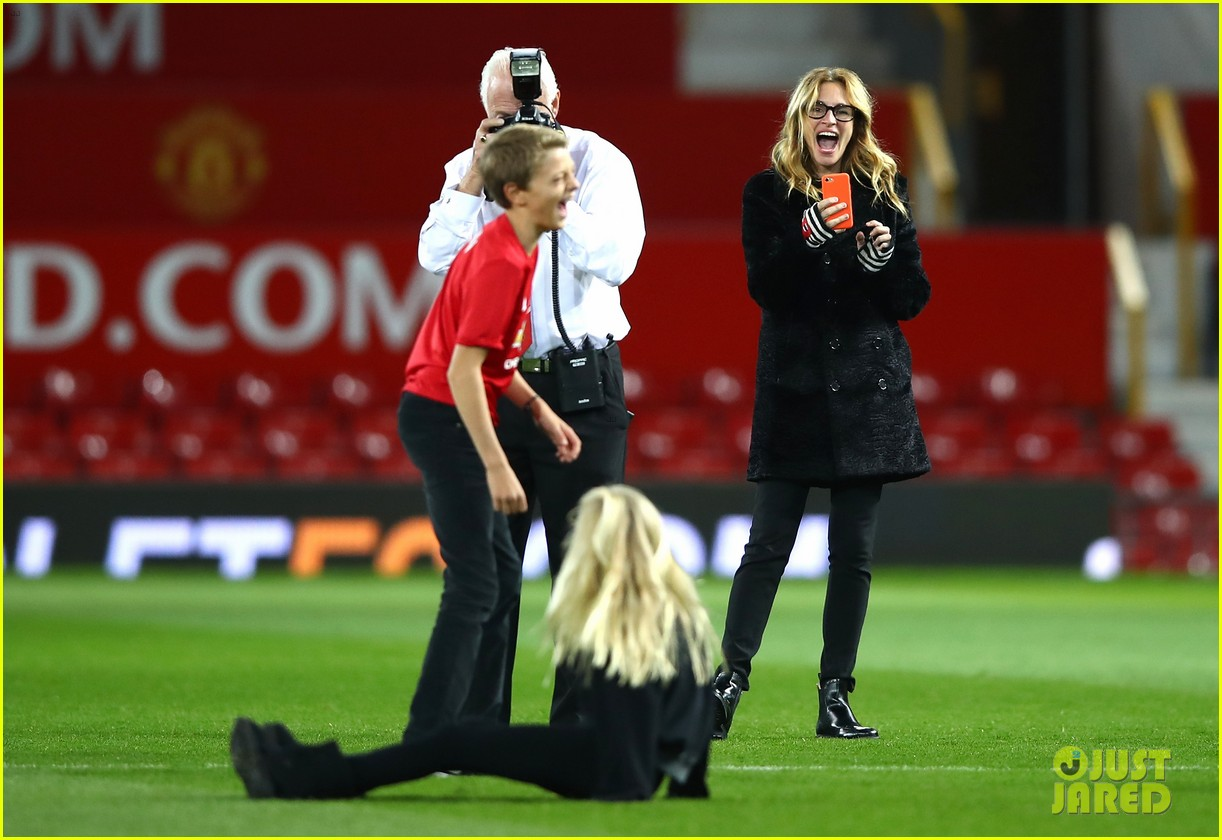 Julia Roberts Is The Best Soccer Mom Takes Kids To