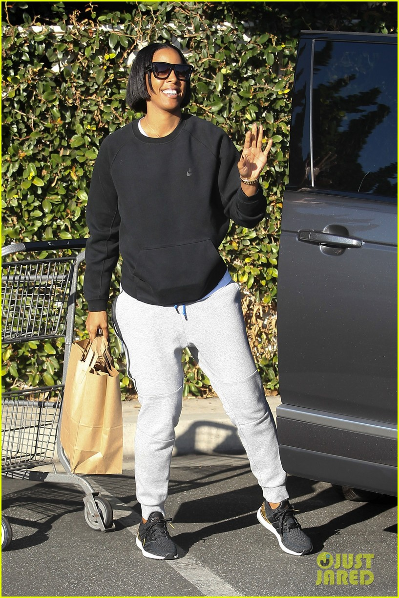 kelly rowland spends thanksgiving with beyonces mom tina 023815867