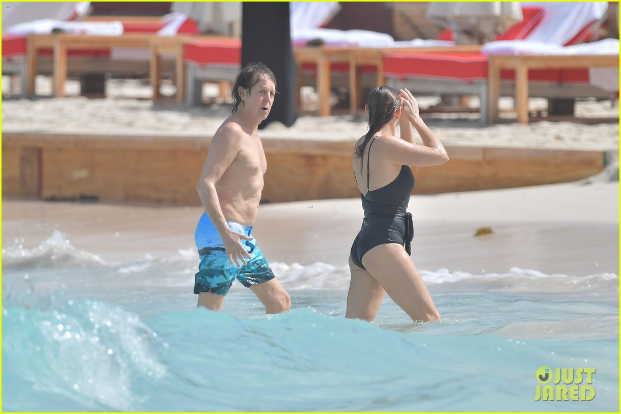 paul mccartney hits beach with daughter stella st barts 053833761