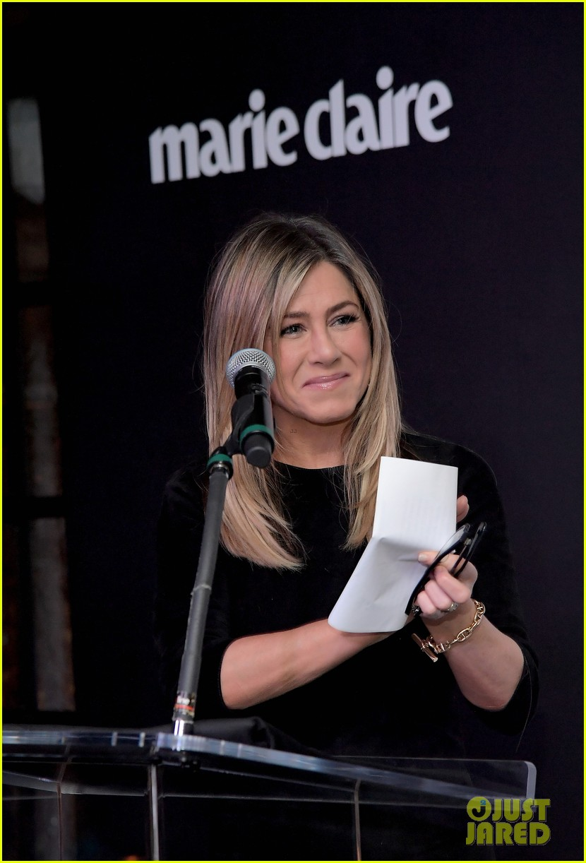 jennifer aniston honors hairstylist chris mcmillan at marie claires image maker awards 123840997