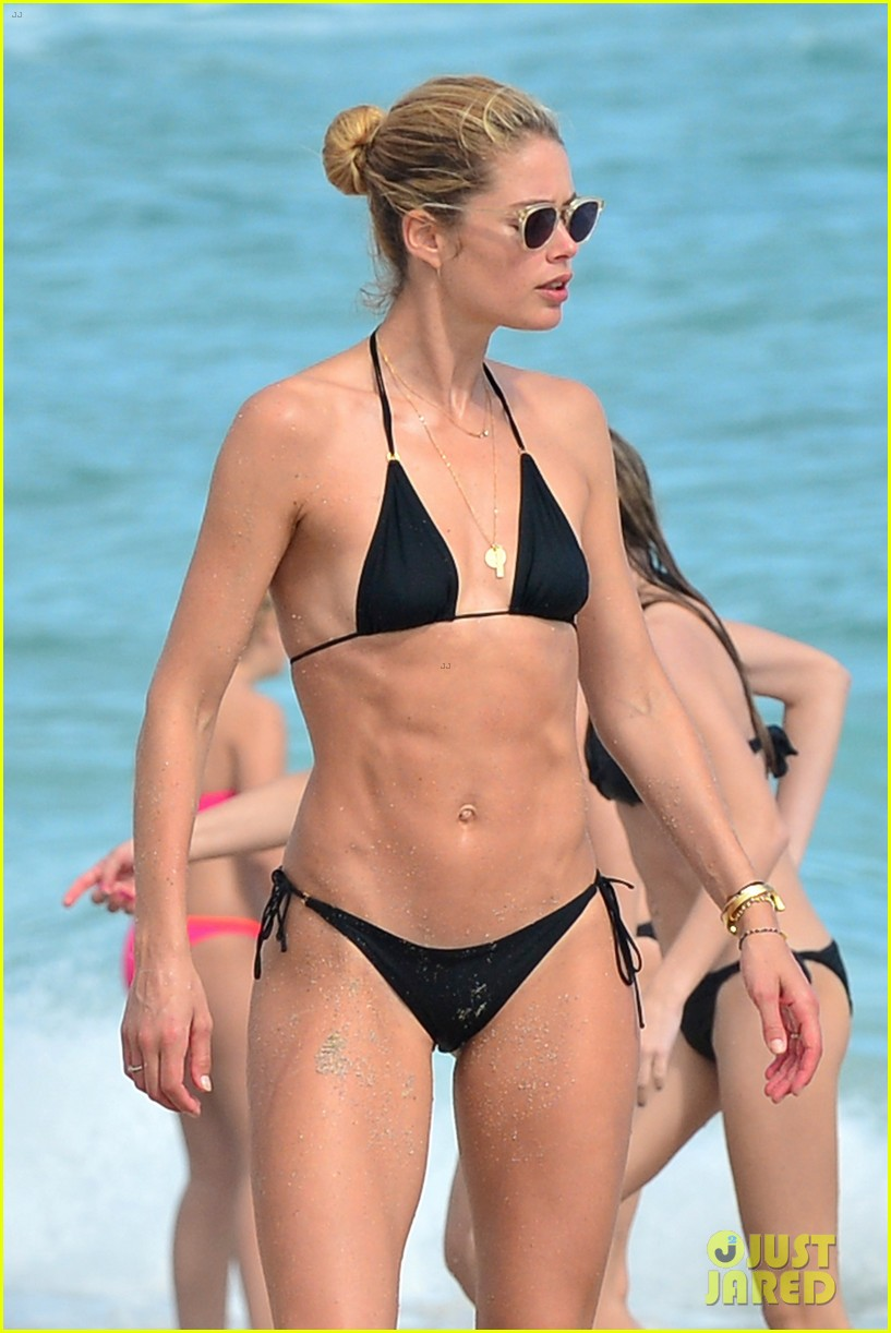 doutzen kroes hits the beach with her family 023836243