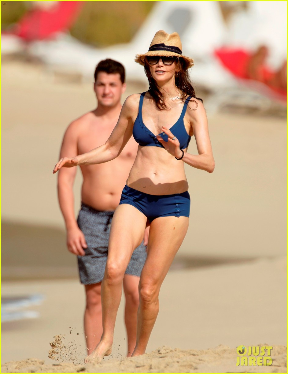 paul mccartney wife nancy shevell shows off fit body at 57 243835146