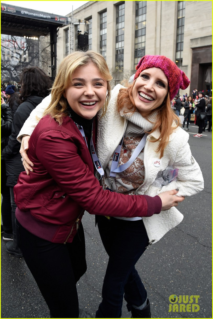 amy schumer dresses as an astronaut at womens march joins jessica chastain and more 023845790