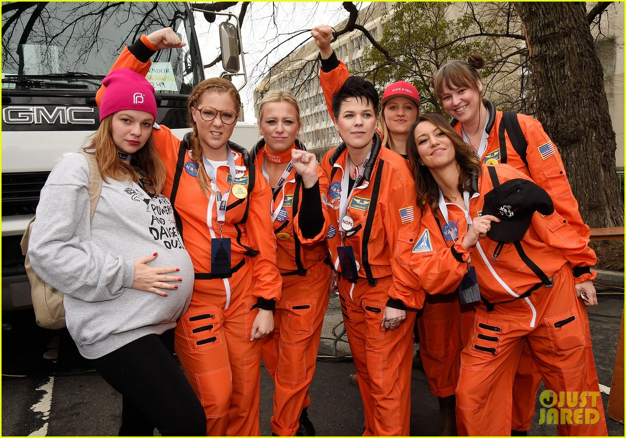 amy schumer dresses as an astronaut at womens march joins jessica chastain and more 033845791
