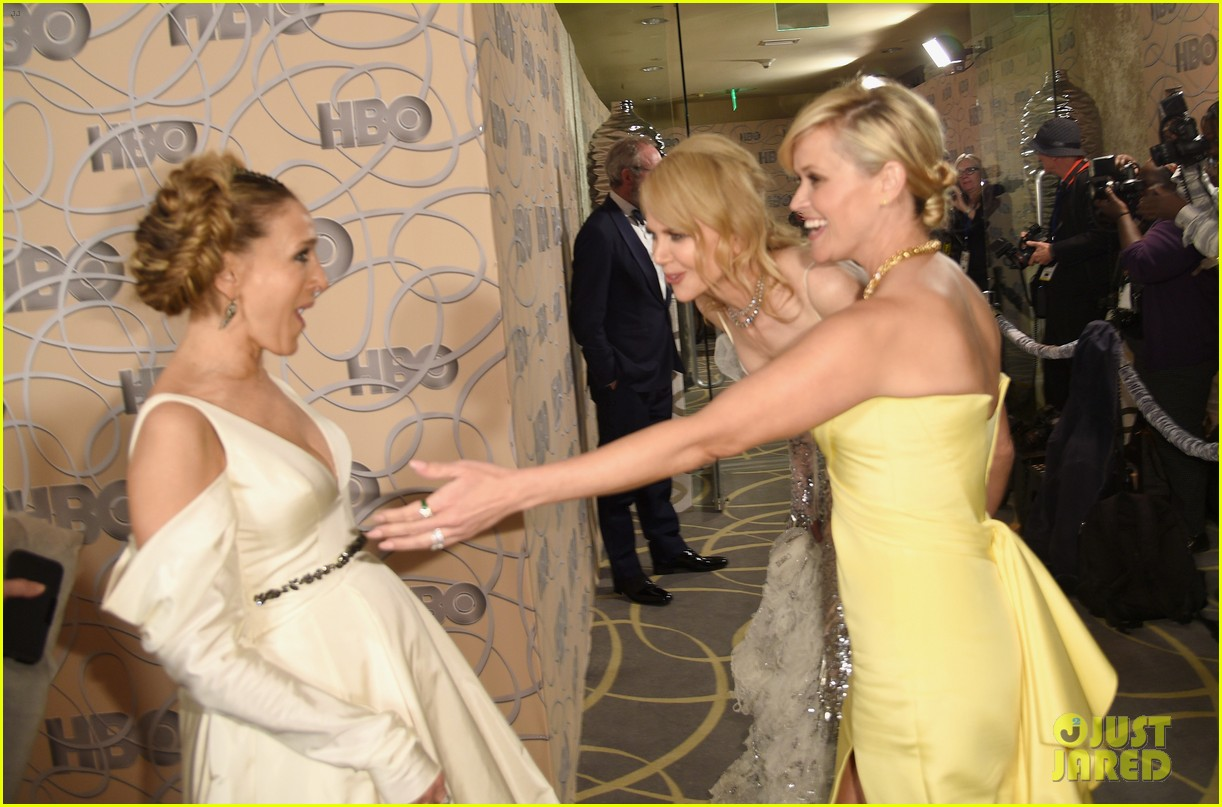 sarah jessica parker bows down to nicole kidman reese witherspoon at golden globes 2017 013839656