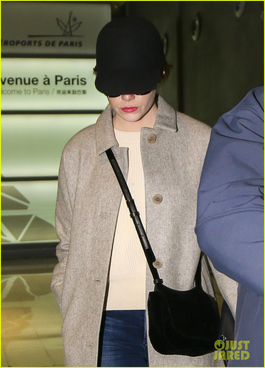 emma stone ryan gosling arrive in paris 013840500