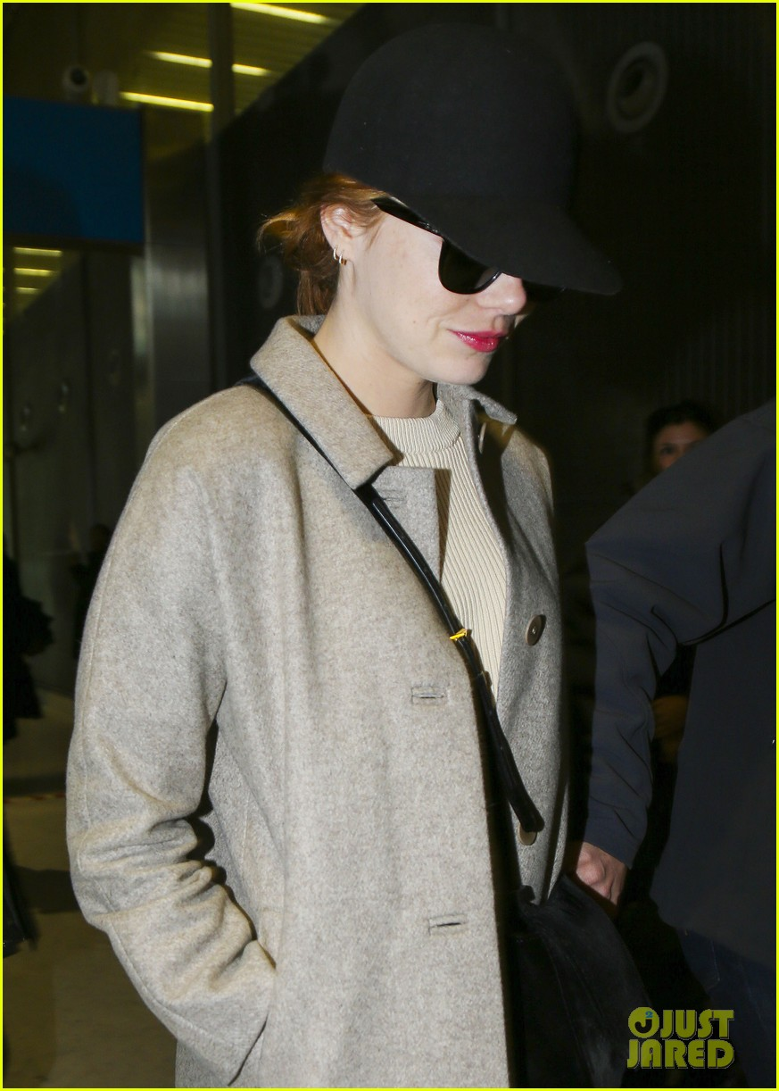 emma stone ryan gosling arrive in paris 063840505