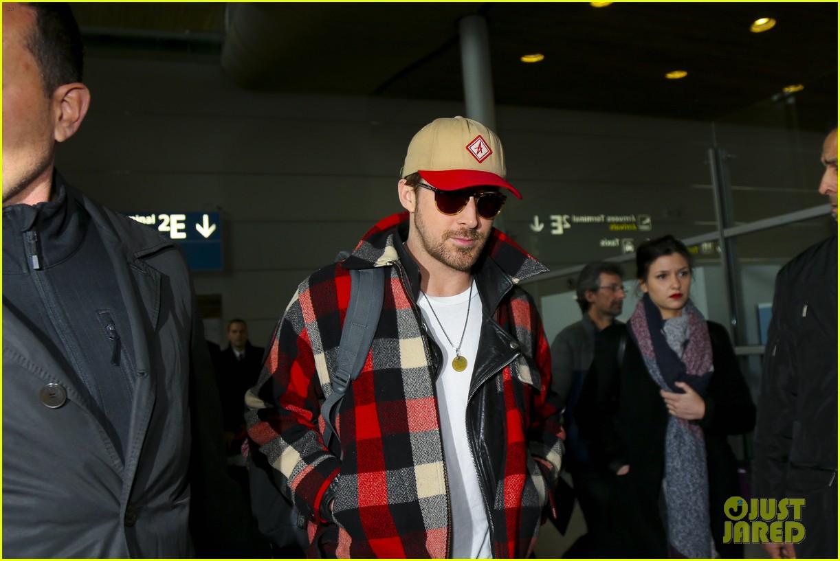 emma stone ryan gosling arrive in paris 103840509