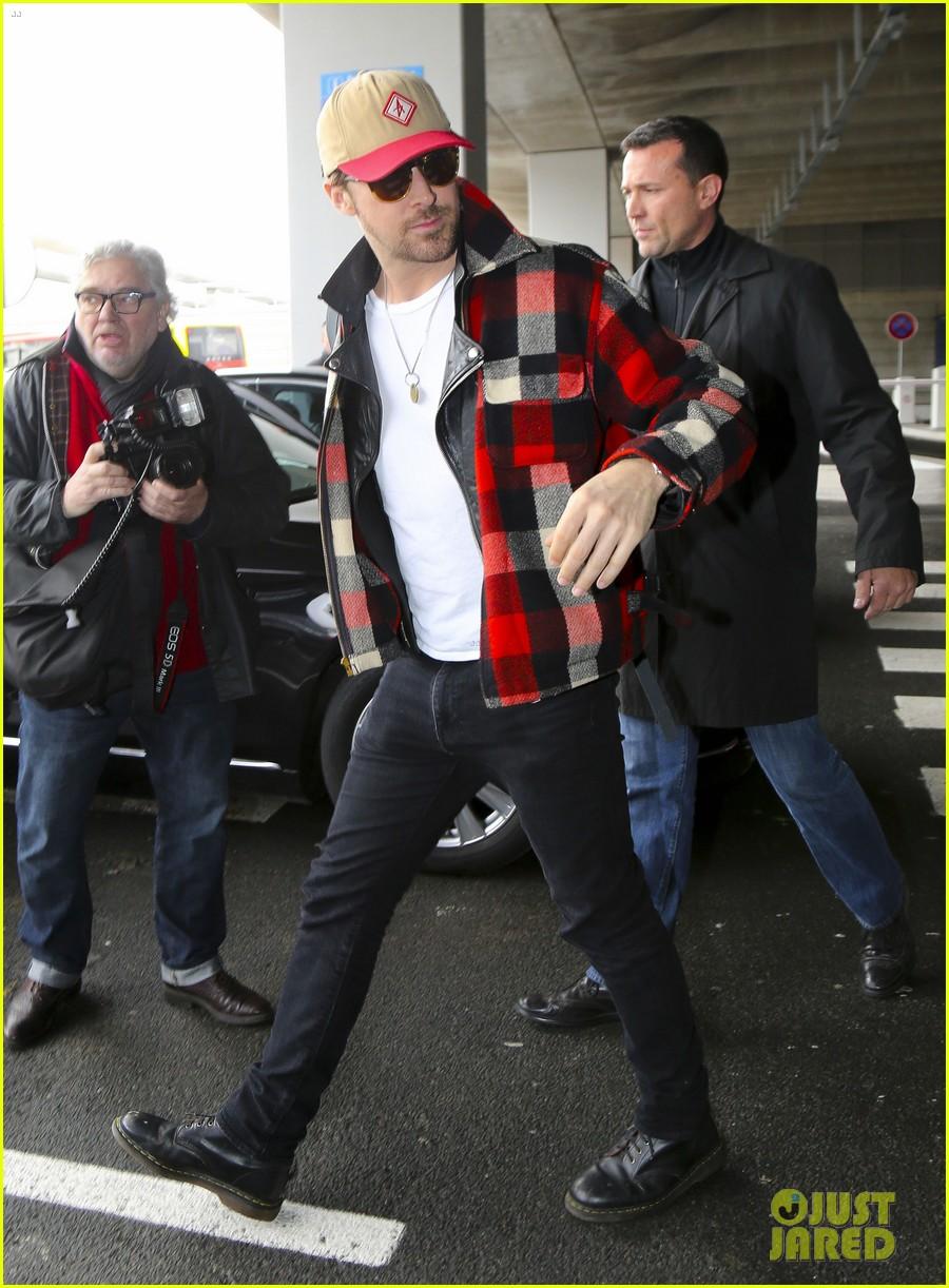 emma stone ryan gosling arrive in paris 143840513