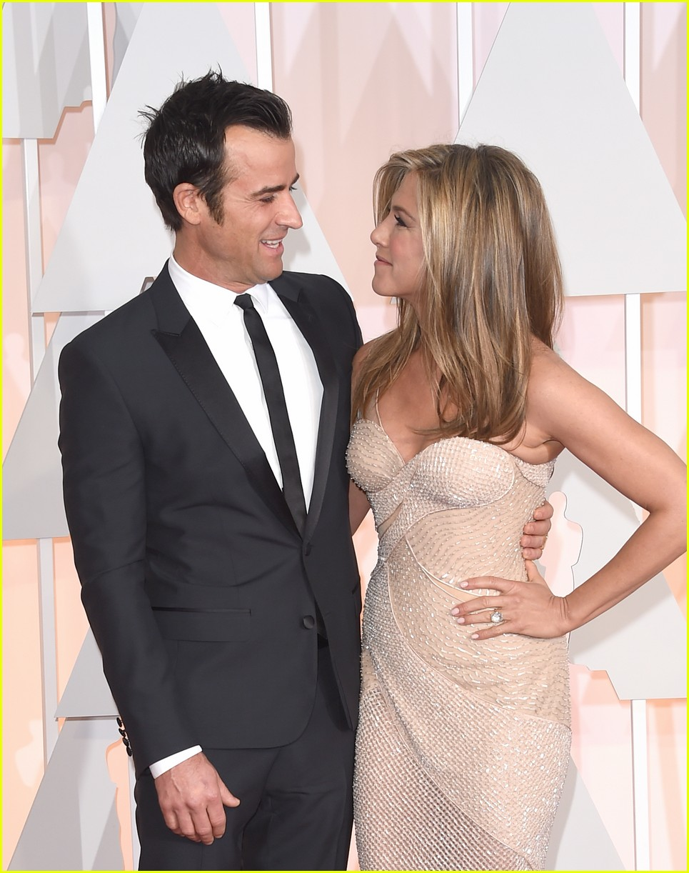 justin theroux left golden globes early for sweet reason 033840483