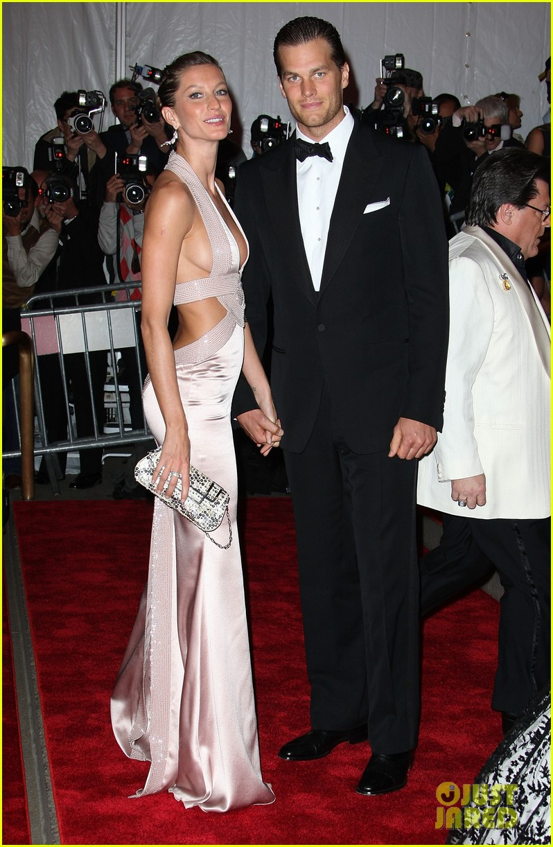 Gisele Bundchen & Tom Brady Named Co-Chairs of Met Gala ...