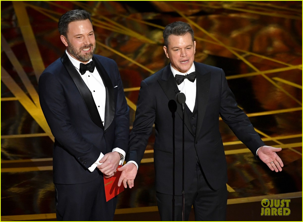 photo Matt Damon and Jimmy Kimmel Took Their Hilarious Feud to the World Series