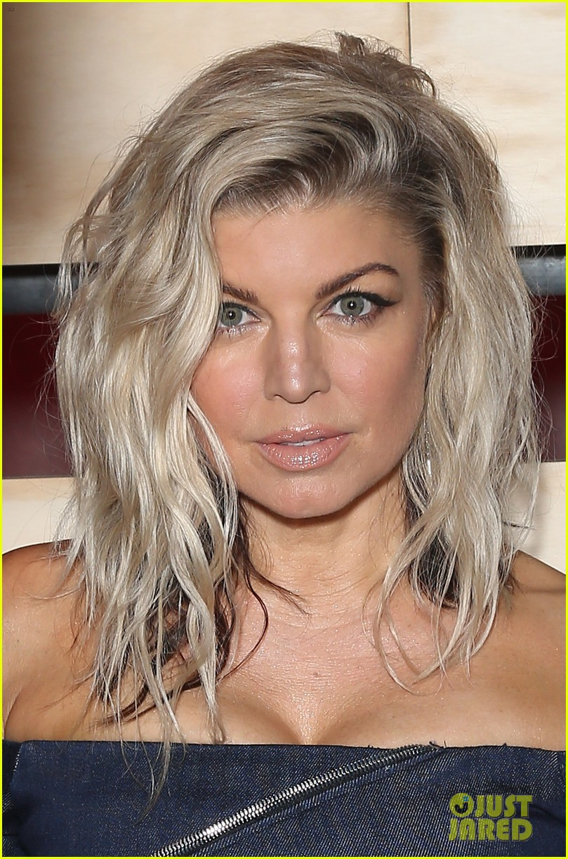 Full Sized Photo of fergie rocks out for espn party during super bowl ... Fergie