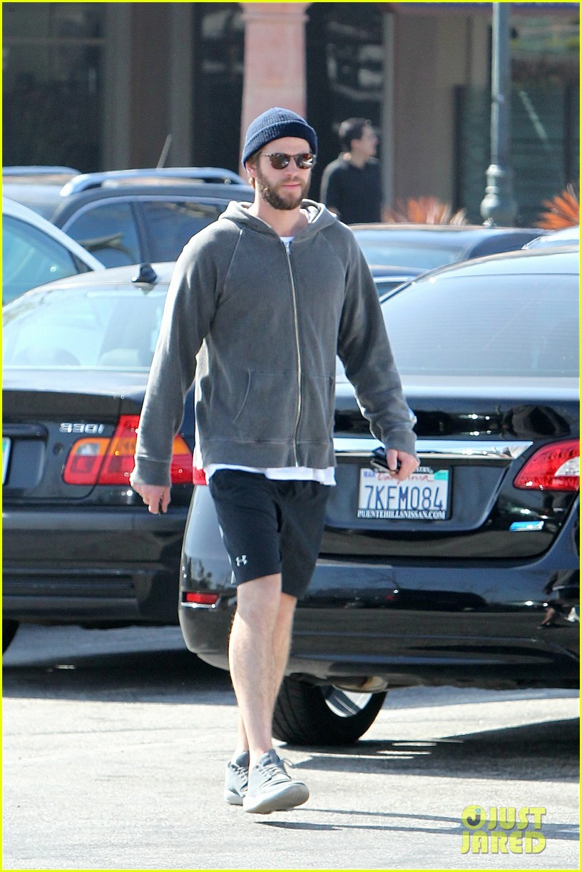 liam hemsworth shares valentines day pic with miley 013860395