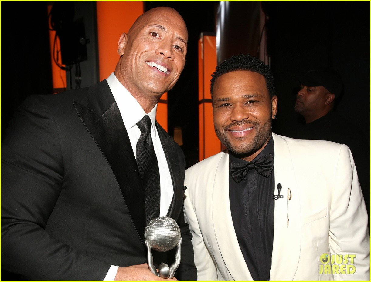 dwayne johnson wins entertainer of the year at naacp image awards 043857590