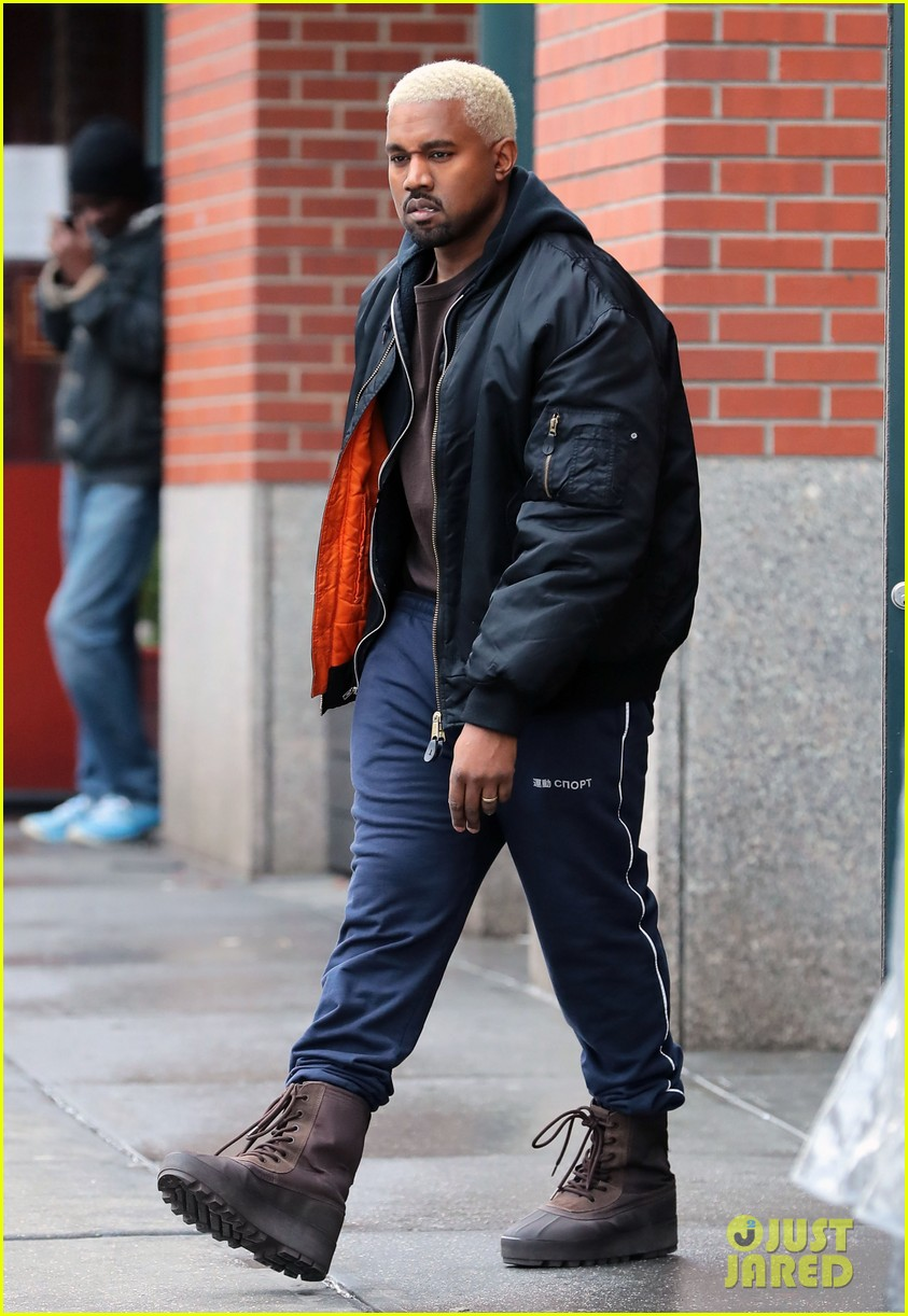 Full Sized Photo Of Kanye West Dyes His Hair Platinum Blond Again 08 Photo 3857148 Just Jared