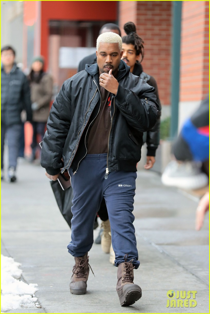 Full Sized Photo Of Kanye West Dyes His Hair Platinum Blond Again 14 Photo 3857154 Just Jared