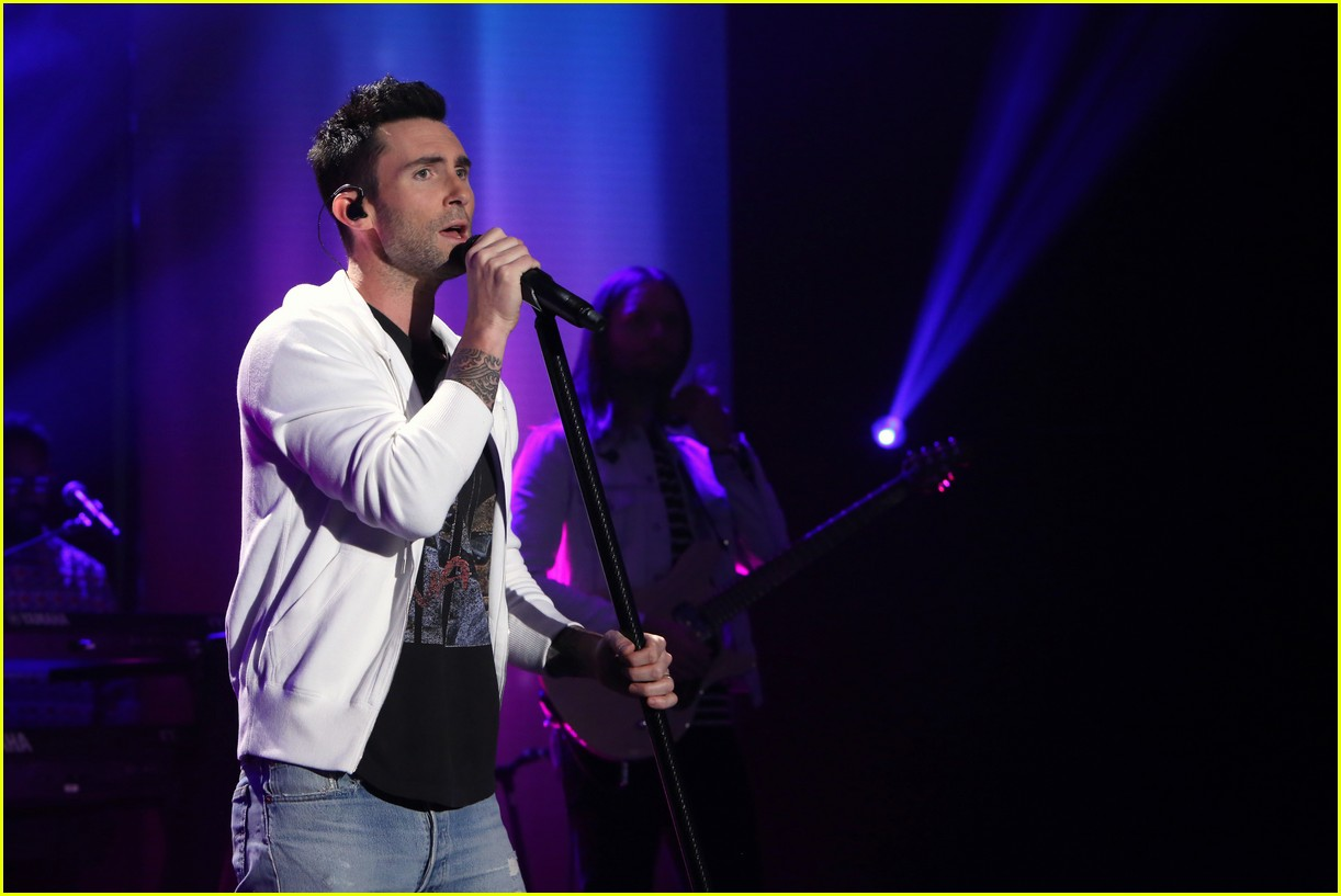 watch maroon 5 first live performance of new song cold 023862228