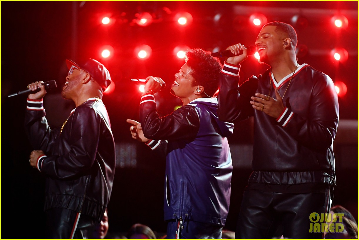 Bruno Mars Performs 'That's What I Like' At Grammys 2017