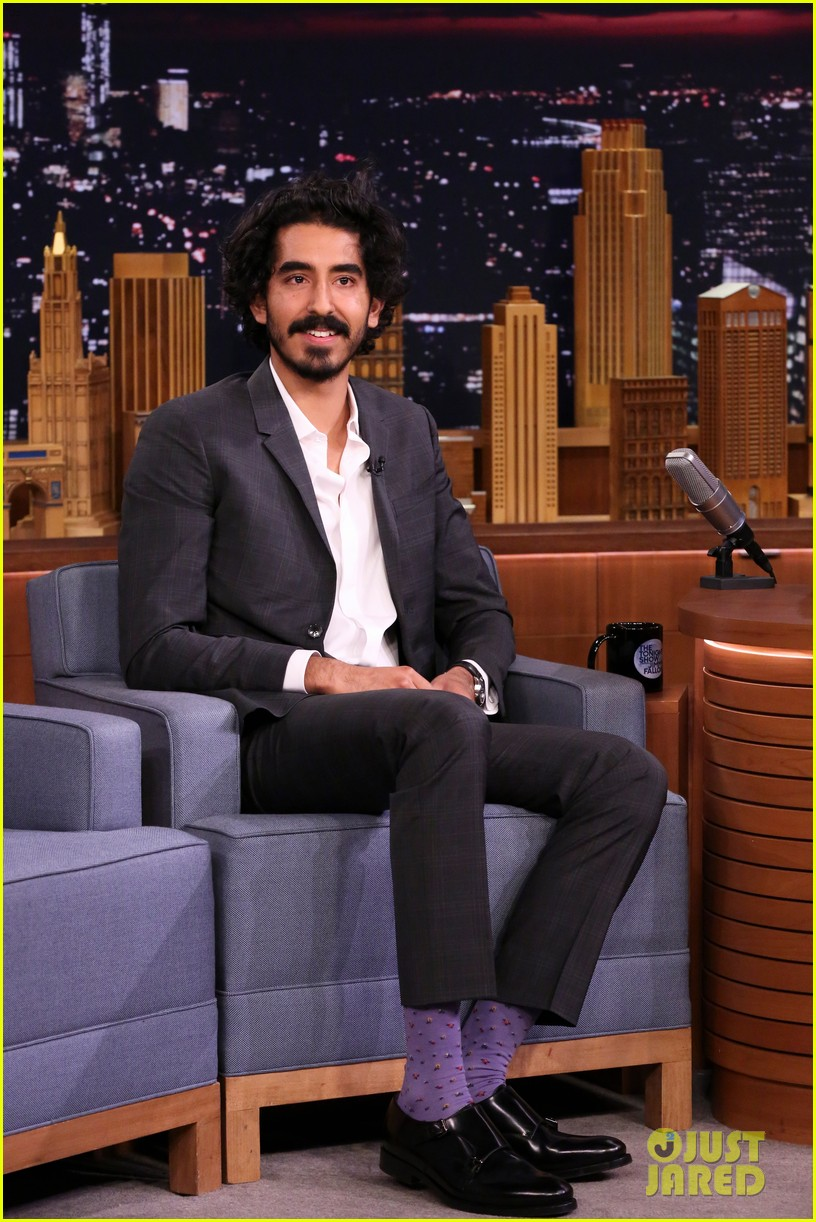 dev patel is bringing his mom as oscars 2017 date 013856100