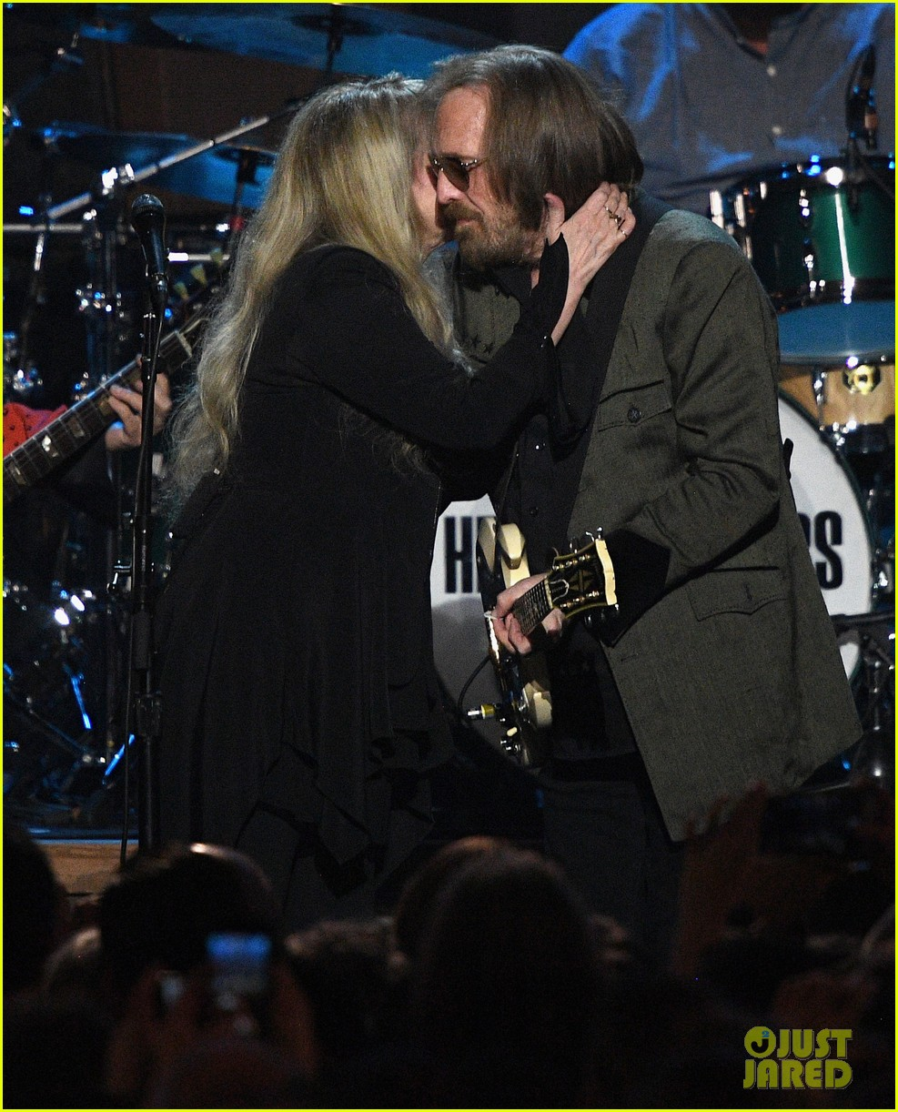 kate upton elle king more celebrate tom petty during grammys weekend 023857356