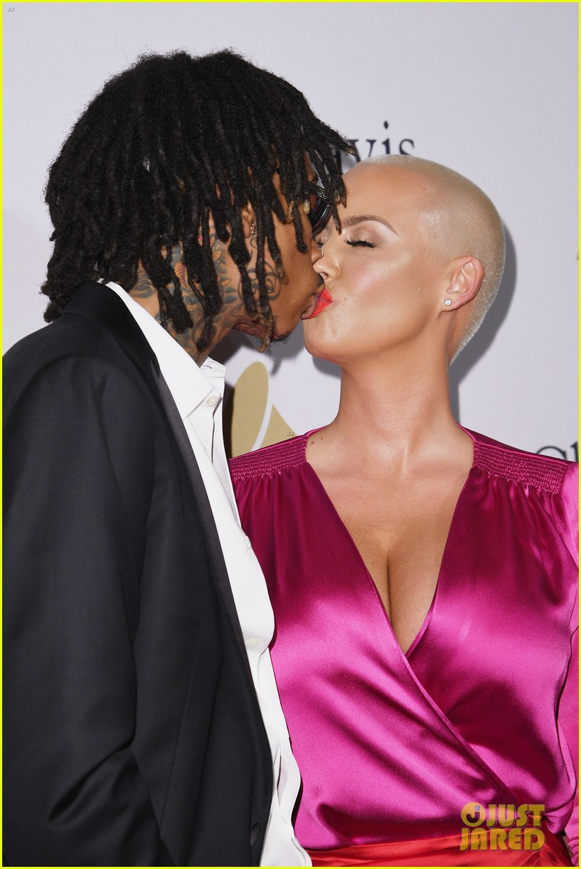 wiz amber couple up at pre grammy party 033857666